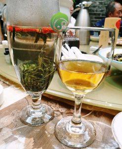 """Trà kỷ tử hữu cơ, rượu kỷ tử hữu cơ - thức uống """"cây nhà lá vườn""""."""
